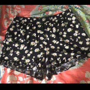 Forever 21 Plus black daisy print elastic shorts